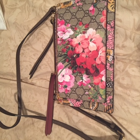 11103cb8318 Gucci Handbags - AUTHENTIC Gucci Dual Pouch Cross Body Bengal Bloom